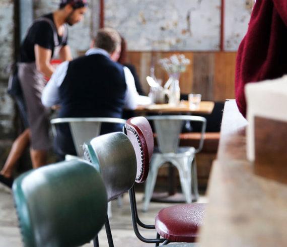 Empleo en un restaurante, bar, cafetería o pub, o desea avanzar en su carrera en la industria de la hospitalidad